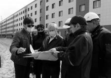 Экс-глава Нового Уренгоя с представителями подрядчика «Уралстройинвест»