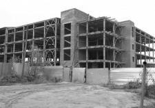 Строительство соцобъектов ХМАО передают в правительство РФ. Бюджет теряет миллионы на консервации больницы в Ханты-Мансийском районе
