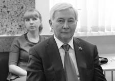 Вице-спикер Заксобрания Челябинской области Юрий Карликанов