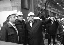 Евгений Куйвашев во время визита на УТЗ