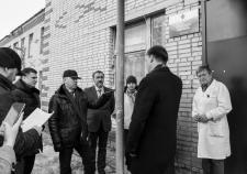 Губернатор Вадим Шумков во время визита в участковую больницу с. Введенское