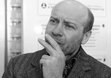 Кредиторы бизнеса замглавы «Единой России» Челябинской области обнаружили 145 миллионов у людей Колесникова. В вину Карликанову ставят сделку с офшором и Струковым