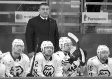 Главный тренер «Трактора» Анвар Гатиятулин с подопечными