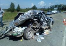 На Полевском тракте «КамАЗ» задавил легковушку
