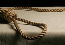 В Серове полицейские вынули из петли пытавшуюся покончить жизнь самоубийством женщину