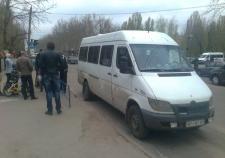 В Магнитогорске водитель маршрутки ударил говорившую по телефону девушку