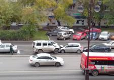 В центре Тюмени водитель «УАЗа» устроил массовое ДТП