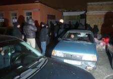В Екатеринбурге тысячи мигрантов собрались у здания УФМС