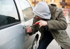 В Екатеринбурге студенты угнали автомобиль и уехали на нем в Полевской