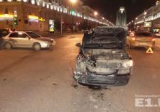 В Екатеринбурге на Азина водитель «Киа» устроил массовое ДТП