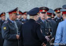 Екатеринбургского полицейского заподозрили в избиении местных жителей
