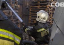 В Екатеринбурге сгорел магазин автозапчастей