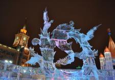 В Екатеринбурге над возведением ледового городка трудится несколько бригад