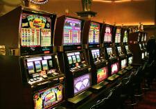 Уралец отработает 200 часов за азартные игры