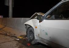 На Кольцовском тракте водитель «ВАЗа» въехал в бетонное ограждение