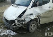 Под Богдановичем внедорожник протаранил автобус с пассажирами