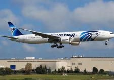 Авиакомпания EgyptAir подтвердила обнаружение обломков самолета