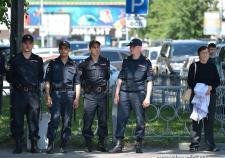 В Екатеринбурге на Уралмаше девушек ограбили 5 неизвестных