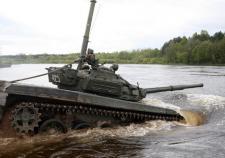 На учениях под Чебаркулем затонул танк