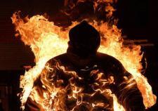 В Тюменской области мужчина пытался сжечь племянницу и ее подругу