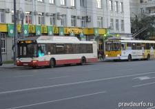 В Челябинске хулиганы обстреляли автобус и троллейбус