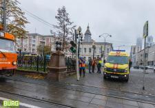 В центре Екатеринбурга остановились трамваи из-за упавшей бабушки