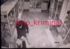 В Челябинске мужчина с топором разгромил аптеку
