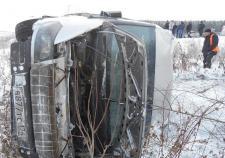 Автобус с одиннадцатью призывниками улетел в кювет в Чебаркульском районе