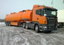 В Екатеринбурге бензовоз столкнулся с грузовиком