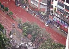 Красная река вышла из берегов в Бангладеше
