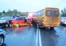 В Нижнем Тагиле водитель «Лады Калины» врезался в 4 машины и погиб