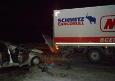На тюменской трассе «Лада» въехала в грузовик «Магнита». Два человека погибло