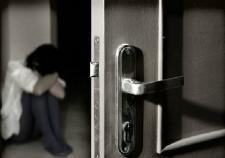 Тюменец 3 недели держал знакомую в своей квартире