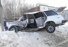 В Екатеринбурге «четверка» врезалась в «ГАЗель» и улетела в сугроб