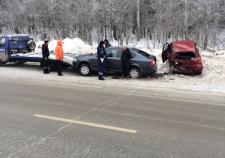 В Екатеринбурге в аварии с эвакуатором пострадало три человека
