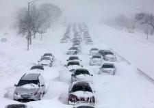 ГИБДД посоветовала зауральцам отказаться от машин из-за снегопадов