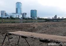 Уровень воды в Городском пруду Екатеринбурга упал до минимума