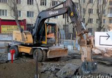 В Екатеринбурге двое рабочих погибли под ковшом экскаватора