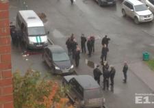 В Екатеринбурге упавшая из окна высотки ваза травмировала судебного пристава