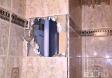 Коммунальщики самовольно вскрыли квартиру екатеринбуржца и поменяли трубы